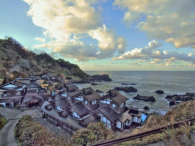 日本三大パワースポット 聖域の岬・ランプの宿 「百年水」